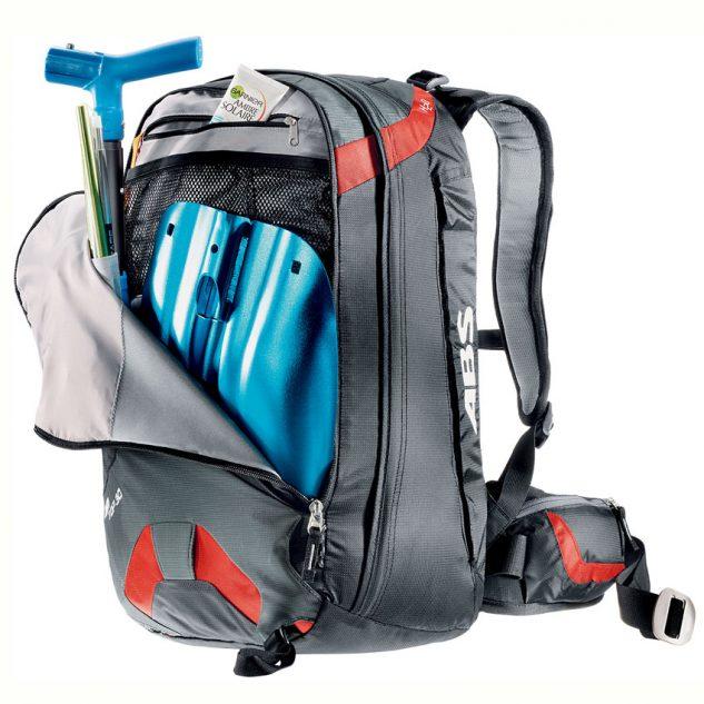 Megerősített elülső zseb a lapátnak, szondának, egyéb felszereléseknek